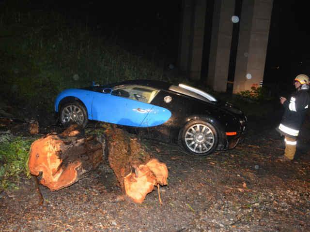 Bugatti-Veyron-crash-02