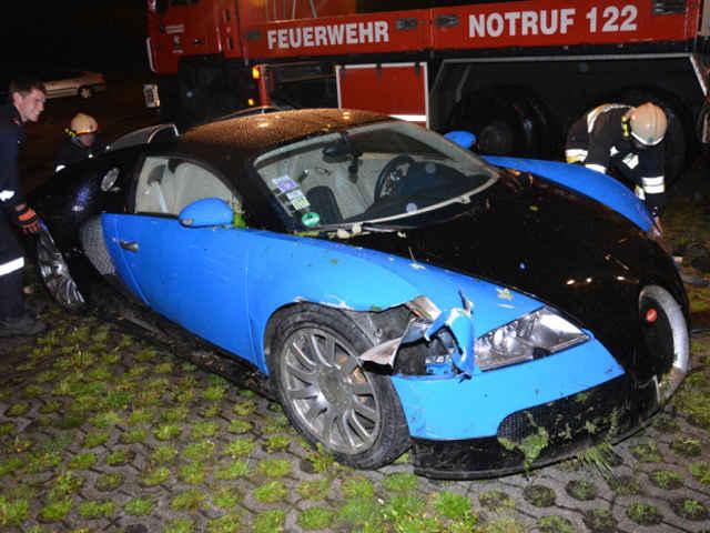 Bugatti-Veyron-crash-03