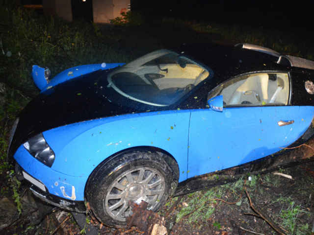 Bugatti-Veyron-crash-07