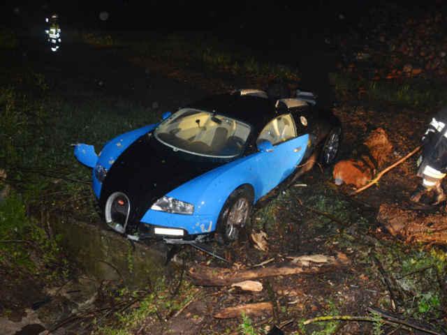 Bugatti-Veyron-crash-09