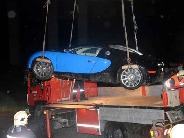 Bugatti-Veyron-crash-10