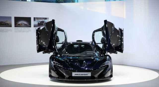 Gotham-Black-McLaren-P1-23-640x354