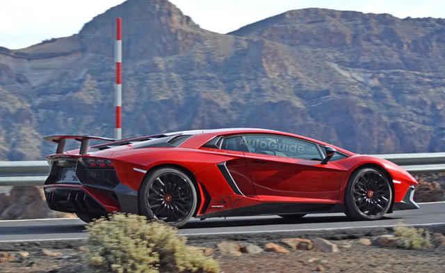 2016-Lamborghini-Aventador-SV-Spy-Pics-1