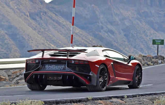 2016-Lamborghini-Aventador-SV-Spy-Pics-10