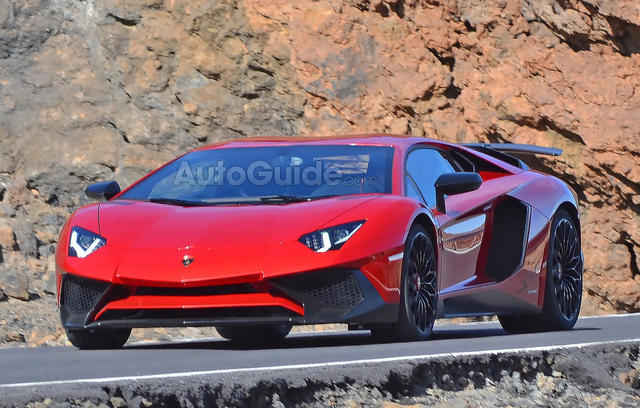 2016-Lamborghini-Aventador-SV-Spy-Pics-11