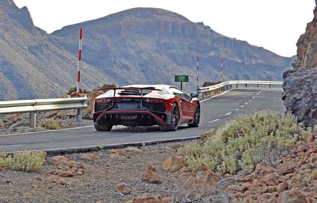 2016-Lamborghini-Aventador-SV-Spy-Pics-6