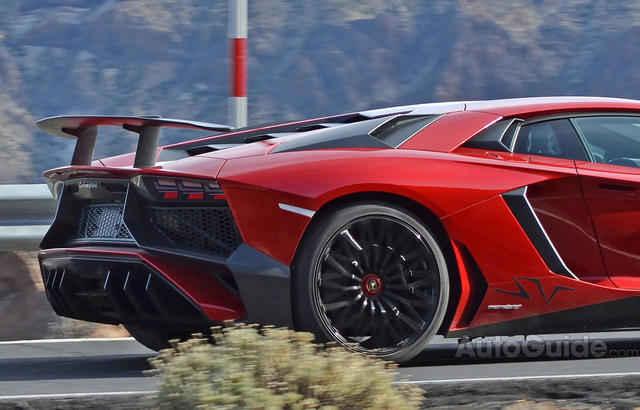 2016-Lamborghini-Aventador-SV-Spy-Pics-8