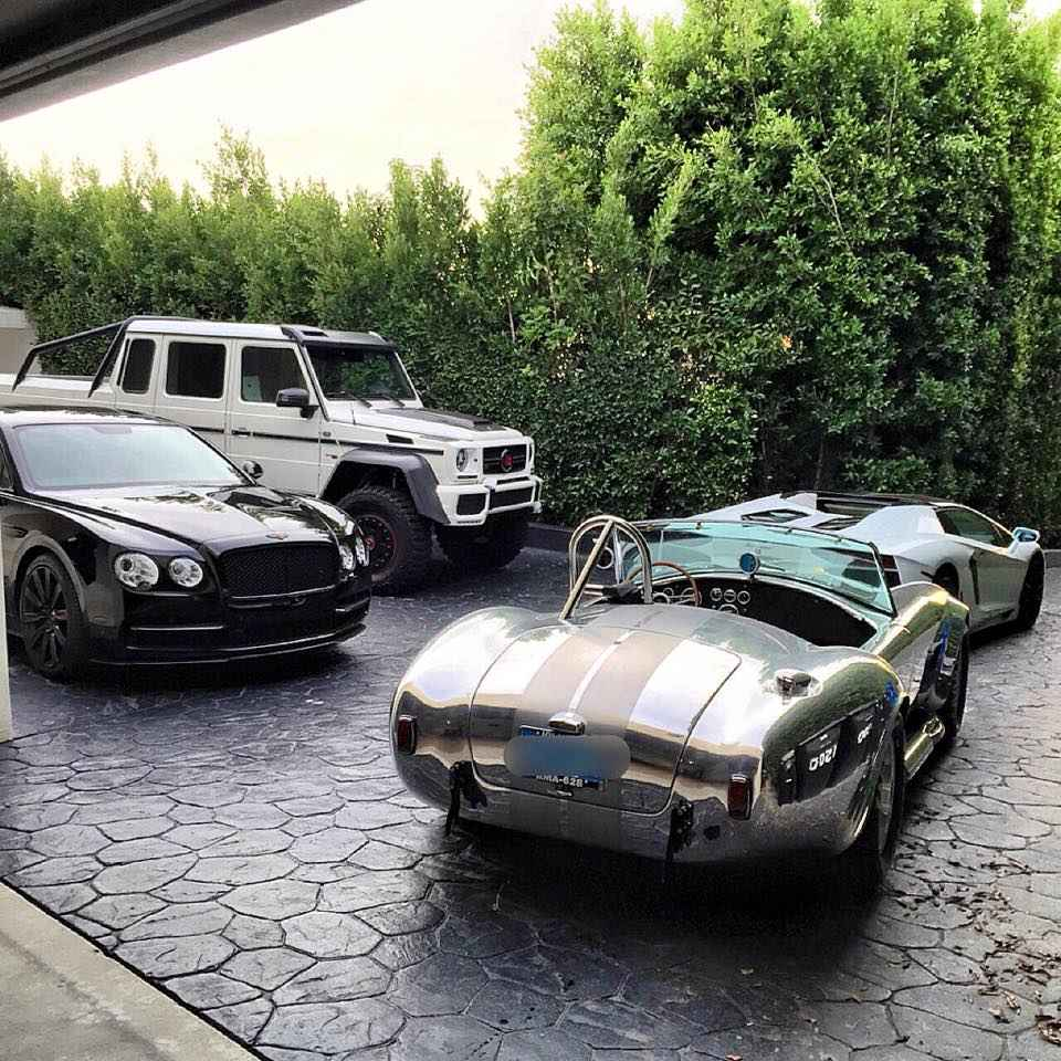 this-is-what-dan-bilzerian-sees-every-morning-90332_1